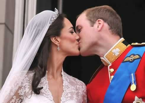 The Royal Wedding - sealed with a kiss